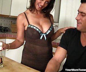 आदमी गधे चाट माँ प्यार करता है
